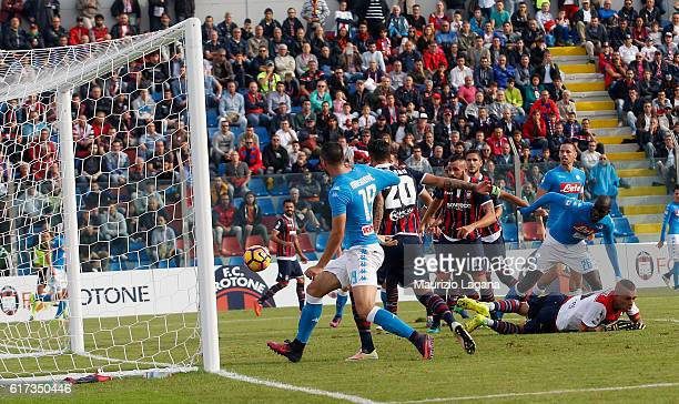 Nikola Maksimovic of Napoli score his team's second goal during the Serie A match between FC Crotone and SSC Napoli at Stadio Comunale Ezio Scida on...