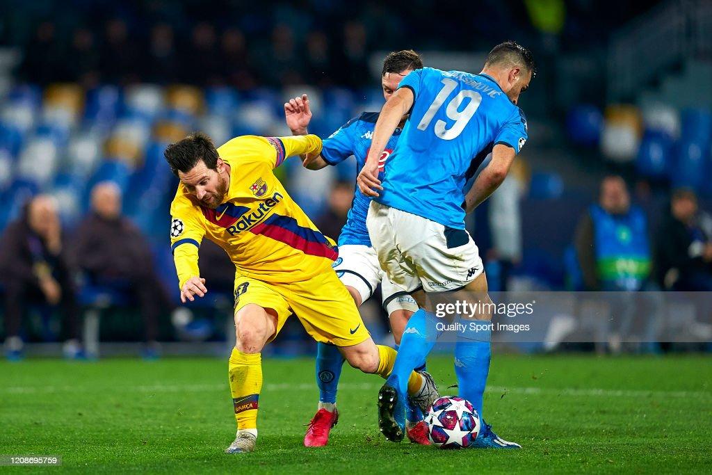 SSC Napoli v FC Barcelona - UEFA Champions League Round of 16: First Leg : News Photo