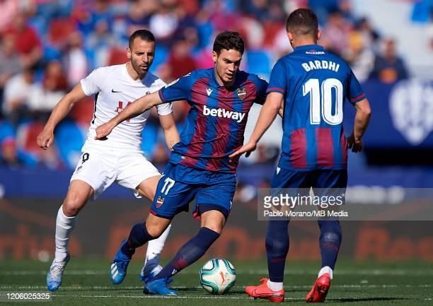 Nikola Vukcevic of Levante competes for the ball with Roberto Soldado of Granada during the Liga match between Levante UD and Granada CF at Ciutat de...