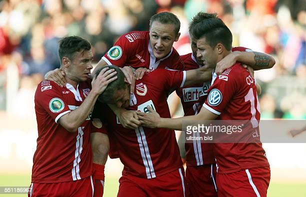 Nikolas Ledgerwood, Sven Michel, Manuel Zeitz, Rok Elsner, Jubel, Freude, Emotion nach Tor zum 1:0 durch Manuel Zeitz , FC Energie Cottbus - HSV...