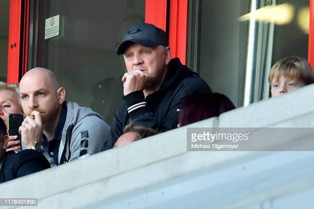 Nikolas Weinhart of Uerdingen and Steffan Effenberg of Uerdingen during the 3. Liga match between KFC Uerdingen and FC Carl Zeiss Jena at...