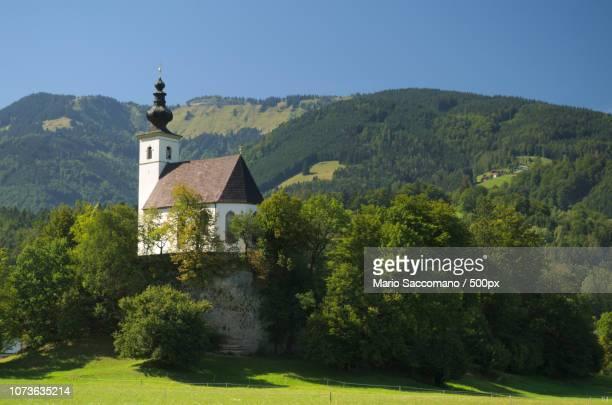 nikolaus kirche (saint nicholas church) near golli - kirche stock pictures, royalty-free photos & images