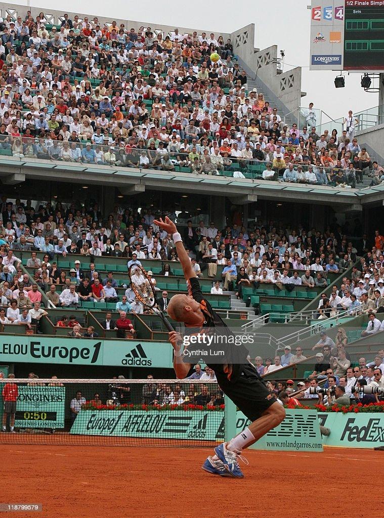 2007 French Open - Men's Singles - Semifinal - Roger Federer vs Nikolay
