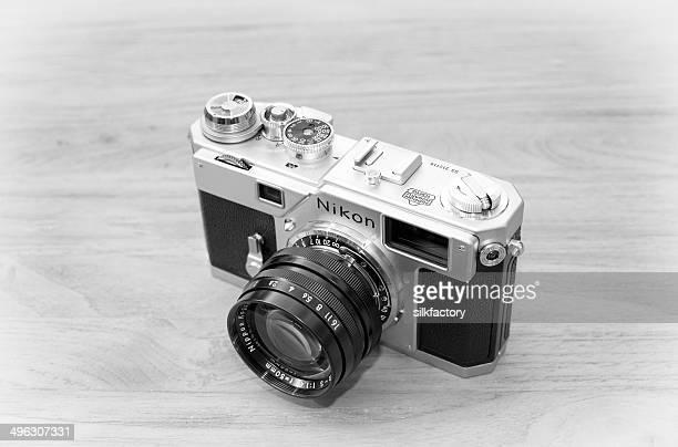 nikon s3 rangefinder film camera with nikkor 50mm f/1.4 lens - nikon stock pictures, royalty-free photos & images