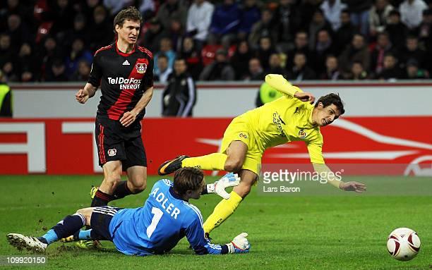 Nilmar of Villarreal scores his teams winning goal past Stefan Reinartz and goalkeeper Rene Adler of Leverkusen during the UEFA Europa League round...