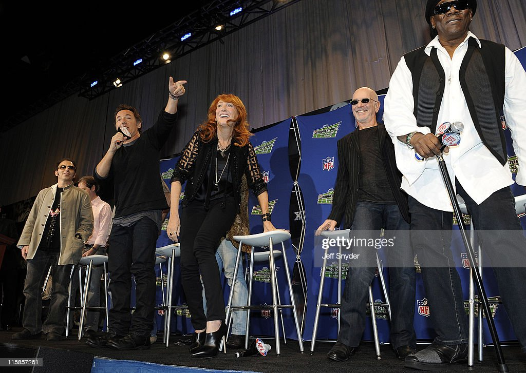 Nils Lofgren, Garry W. Tallent, Bruce Springsteen, Patti Scialfa, Roy Bittan and Clarence Clemons of the E Street Band speak at the Bridgestone Super Bowl XVLII Half Time Show Press Conference held at the Tampa Convention Center on January 29, 2009 in Tampa, Florida.