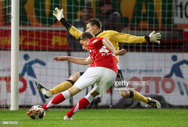 Nils Petersen of Cottbus scores the first goal during the Second Bundesliga match between FC Energie Cottbus and 1.FC Union Berlin at Stadion der...