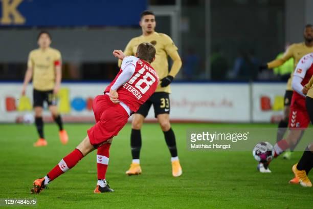 Nils Petersen of SC Freiburg scores their team's second goal during the Bundesliga match between Sport-Club Freiburg and Eintracht Frankfurt at...