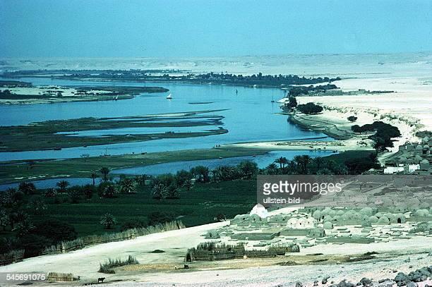 Niltal bei Bani Hasan ash ShuruqSiedlung und Landwirtschaft imSchwemmland 1995