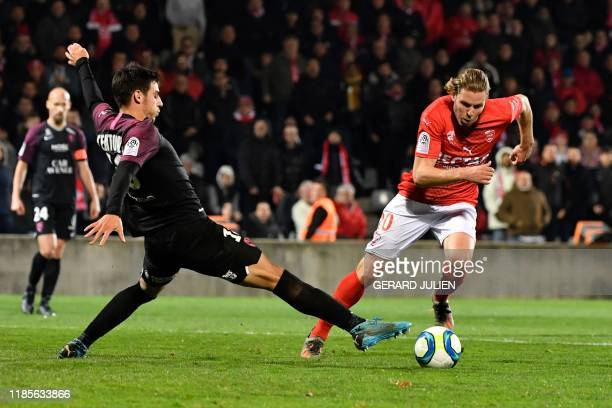 Nimes' French forward Renaud Ripart vies with Metz's French defender Fabien Centonze during the French L1 football match between Nimes and Metz on...