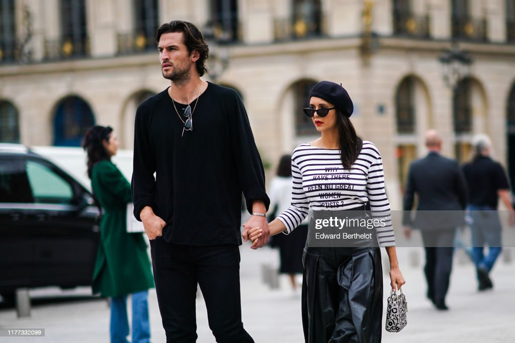 Street Style : Paris Fashion Week - Womenswear Spring Summer 2020 : News Photo