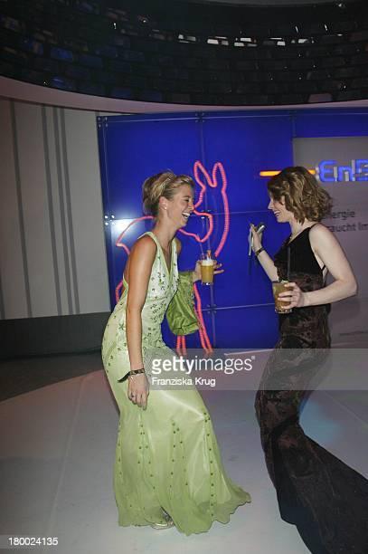 Nina Eichinger Und Karoline Herfurth Tanzen Bei Der Party Nach Der 58 Bambi Verleihung In Der Mercedes Benz Welt In Stuttgart