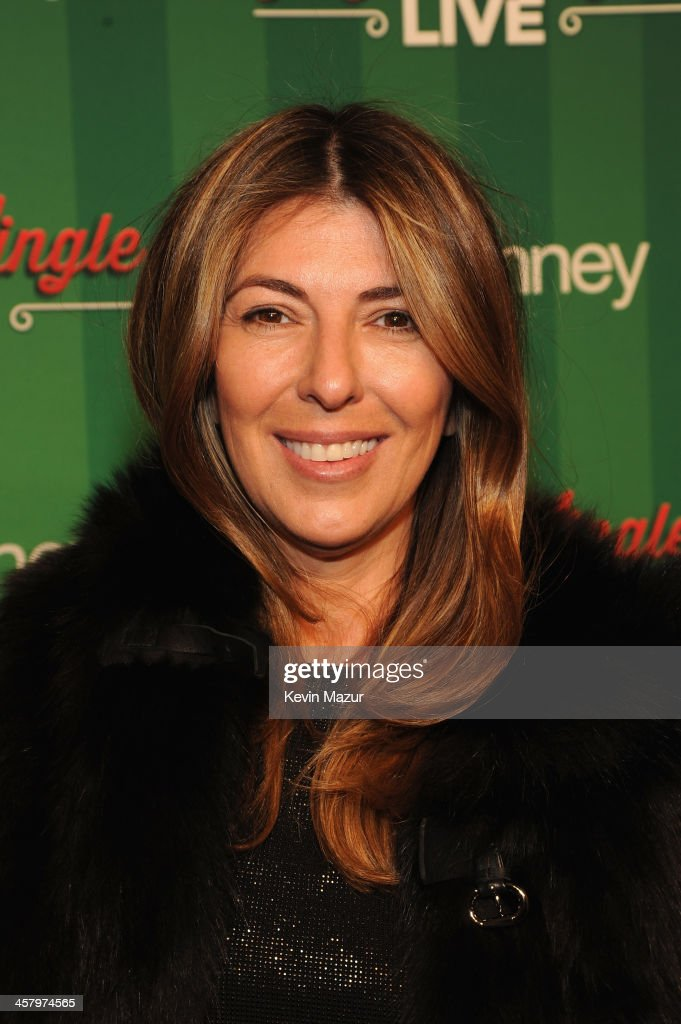 Nina Garcia attends a surprise holiday event and performance by Blake Shelton, with the USO Show Troupe, virtual carolers and spectacular 3D projection mapping over the Manhattan Mall courtesy of JCPenney on December 19, 2013 at Greely Square Park in New York City.