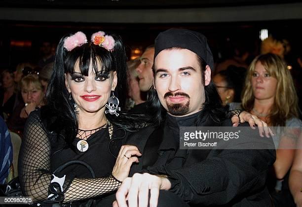 """Nina Hagen, Ehemann Rocco Alexander Olsen-Breinholm, Erste Modenschau ihres eigenen Labels """"Mother of Punk"""", Maritim-Hotel, Köln, , Ehefrau,..."""