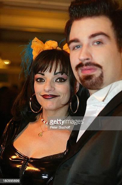 """Nina Hagen, Lebensgefährte Rocco Alexander Olsen-Breinholm, Verleihung der """"Goldenen Kamera"""" 2003, Berlin, Deutschland, Europa, , """"Konzerthaus am..."""