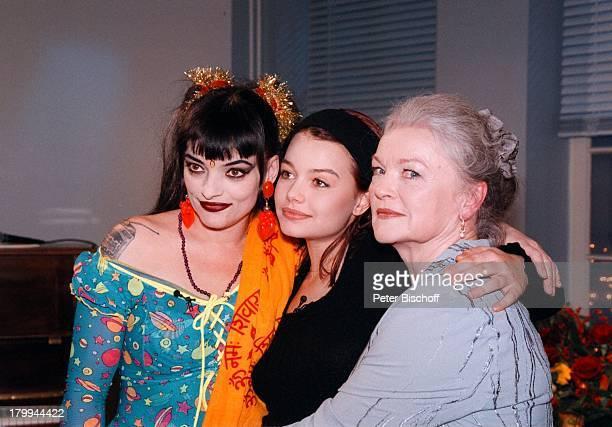 Nina Hagen mit Mutter EvaMaria Hagen undTochter Cosma Shiva Boulevard Bio 300Sendung ARD