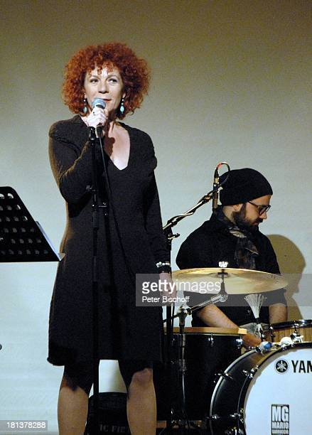 Nina Hoger Schlagzeuger LiveGala Das Rilke Projekt bei Kunst und Filmbiennale Worpswede MusicHall Worpswede Niedersachsen Deutschland Europa Bühne...