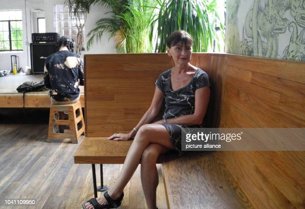 Nina Keneally mother for rent sits in a cafe in the Bushwick district of New York USA 11 August 2016 Photo Amelie Richter/dpa | usage worldwide