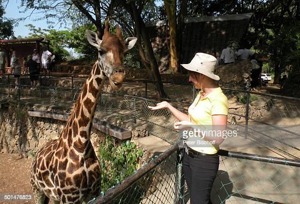 Nina Langer Haller Park Mombasa Nordküste Kenia Afrika Urlaub Tierpark Giraffe Tier Freundin Promi BB CD PNr 2168/2008