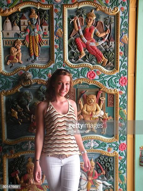 Nina Langer Shri Cutch Satsang SwaminarayanTempel Mombasa Nordküste Kenia Afrika Urlaub Hindutempel Freundin Promi BB CD PNr 2168/2008