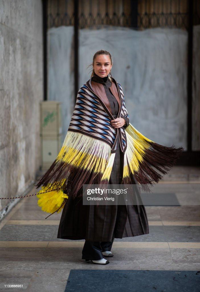 Street Style - Paris Fashion Week Womenswear Fall/Winter 2019/2020 : Day Eight : Foto di attualità