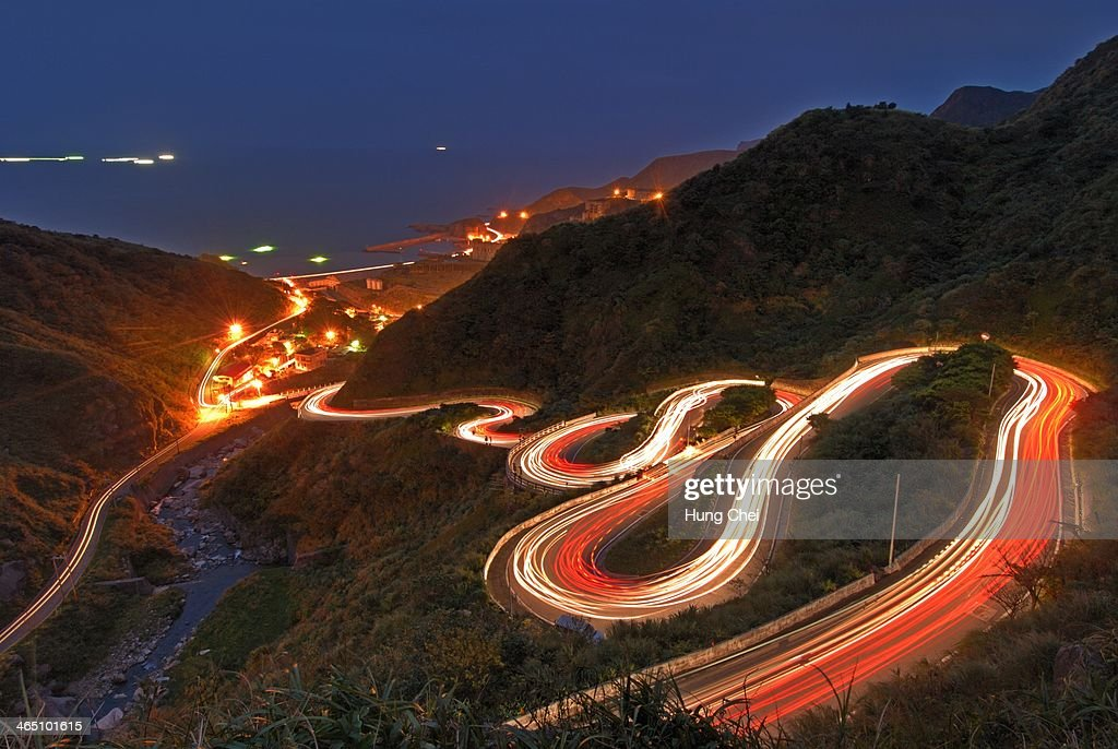 Photography people have been bored attractions, since the famous S curve was erected lights, probably leaving only this beautiful night shot locations - deep are attracted nine of traffic night,