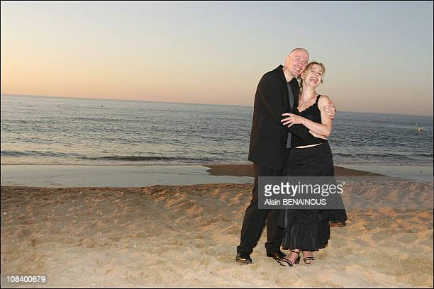 Nineteenth Cabourg Romantic film festival Photocall of Sandrine Bonnaire and husband Guillaume Laurant in Cabourg France on June 17 2005
