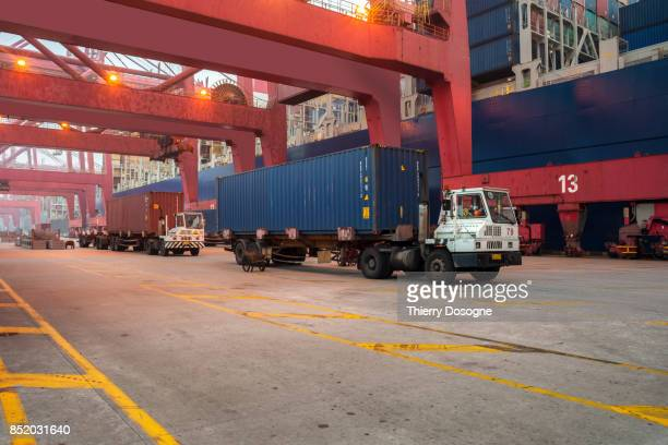 ningbo docks - transporte assunto imagens e fotografias de stock