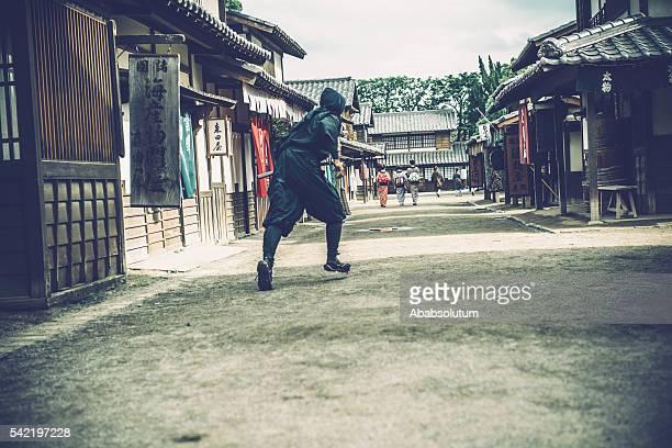 atrapar ninja kimono japonés de las mujeres y los comerciantes, período edo - ninja fotografías e imágenes de stock