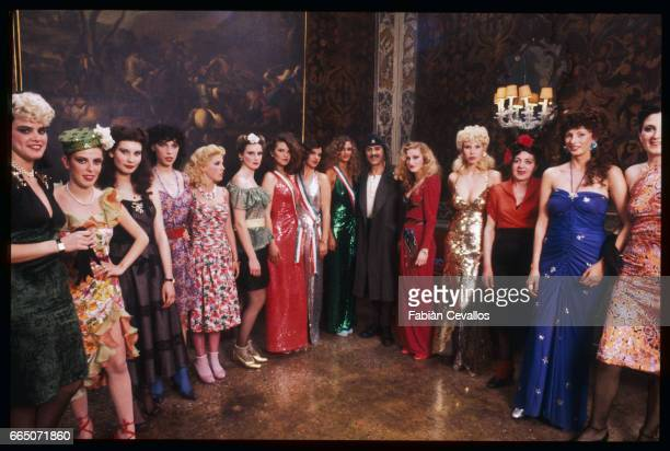Nino Manfredi stands with a group of women on the set of the 1981 Italian film Nudo di Donna Directed by Alberto Lattuada and Manfredi who also wrote...