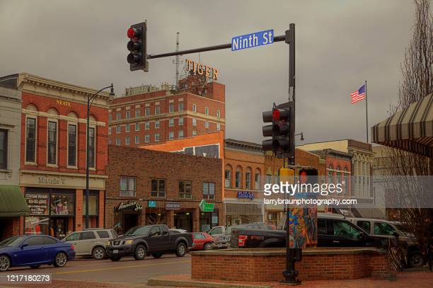 ninth and broadway columbia missouri - columbia missouri stock pictures, royalty-free photos & images