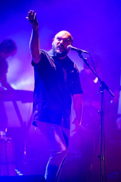 ESP: Fuerza Nueva (Niño de Elche y Los Planetas) Concert In Barcelona