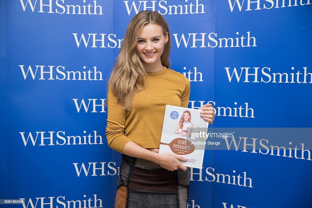 Niomi Smart Book Signing - Leeds