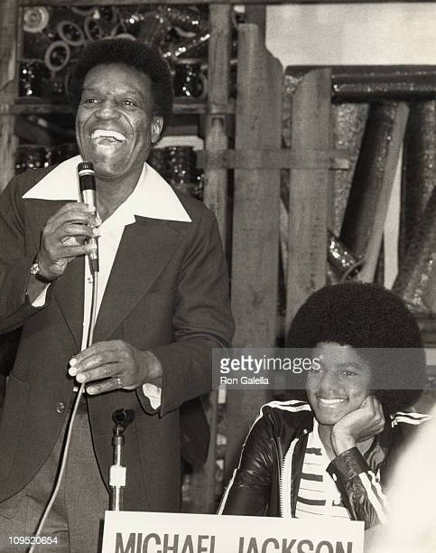Nipsey Russell and Michael Jackson during Press Conference for The Wiz 1977 in New York New York United States