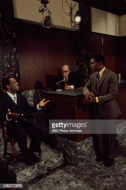 Nipsey Russell Scoey Mitchell extras behind the scenes making of the Walt Disney Television via Getty Images series 'Barefoot in the Park' episode...