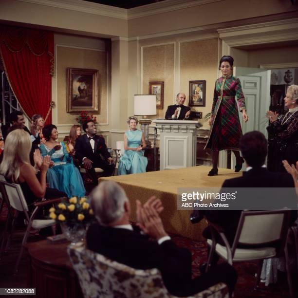 Nipsey Russell Tracy Reed Natalie Schafer extras behind tje scenes making of the Walt Disney Television via Getty Images series 'Barefoot in the Park'