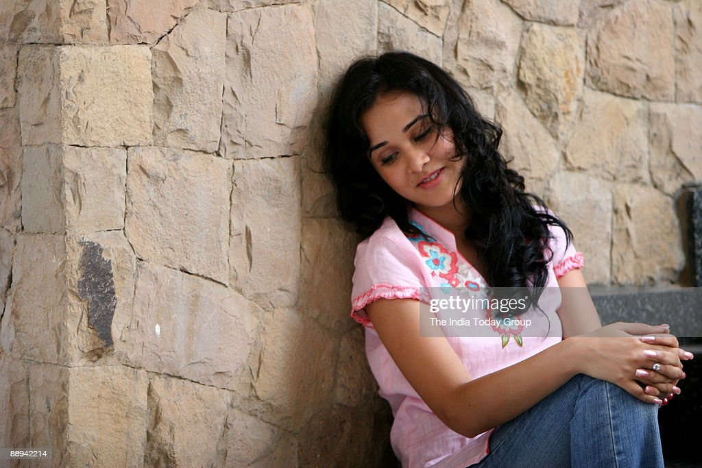 Nisha Kothari, a Bengali girl born in Kolkata. and brought up in Delhi . has a great passion for films. Her real name is Priyanka and she is well known as Amoha in south where she did her first film in Tamil and Telugu. This glamorous doll can speak Engli : ニュース写真