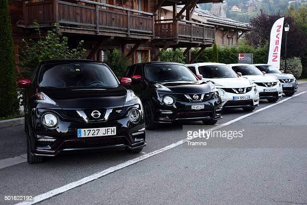 Nissan carros em uma linha