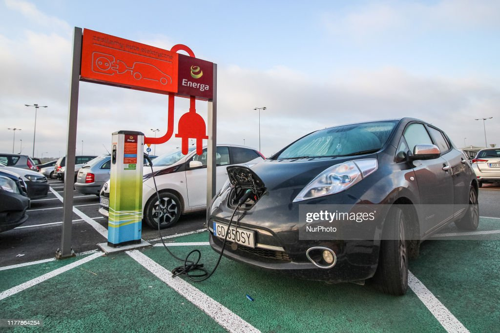 Nissan Leaf Connected To A Charger : News Photo