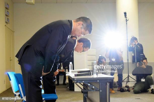 Nissan Motor Co President Hiroto Saikawa bows for apology during a press conference at the company headquarters on November 17 2017 in Yokohama...