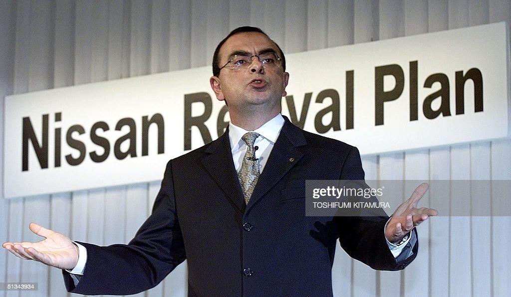 Nissan Motors President and CEO Carlos Ghosn gestu : News Photo