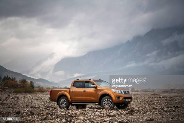 nissan np300 navara - 4x4 stock pictures, royalty-free photos & images
