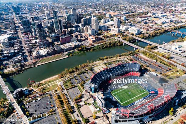 nissan stadium and nashville's skyline beyond - football league stock pictures, royalty-free photos & images