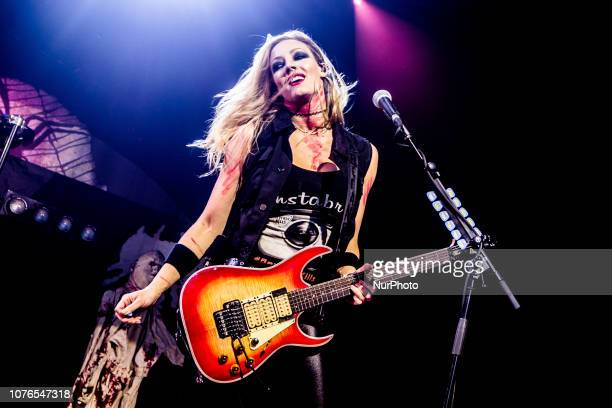 Nita Strauss, guitarist of Alice Cooper, was recently awarded by Ibanez with the realization of her series of instruments Signature, on January 2019