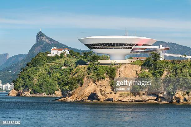 niteroi museum church and christ the redeemer - niemeyer museum of contemporary arts stock pictures, royalty-free photos & images
