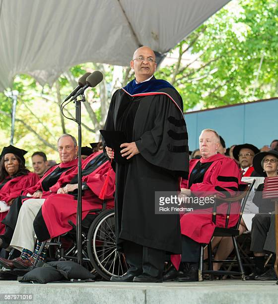 Nitin Nohri Dean of the Harvard Business School Ceremony on the campus of Harvard in Cambridge MA on May 29 2014 Seated are Aretha Franklin and...