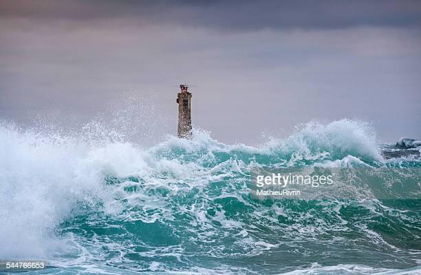 nividic in the storm - leuchtturm sturm stock-fotos und bilder