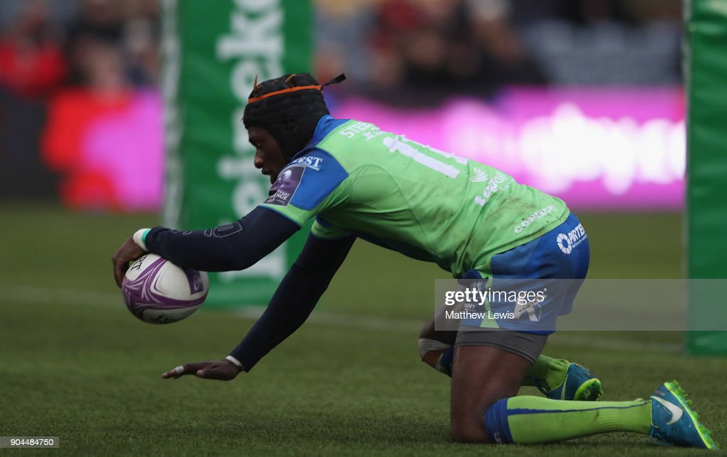 Niyi Adeolokun of Connacht Rugby scores a try during the European Rugby Challenge Cup match between Worcester Warriors and Connacht Rugby on January 13, 2018 in Worcester, United Kingdom.