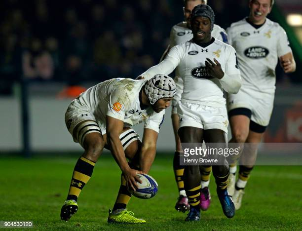 Nizaam Carr of Wasps scores their second try during the European Rugby Champions Cup match between Harlequins and Wasps at Twickenham Stoop on...