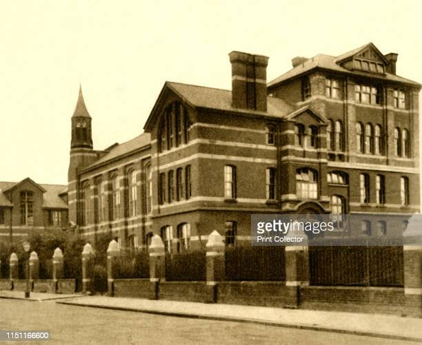 No 67 The Haberdashers' Aske's Hampstead School 1923 The Haberdashers Aske's Boys' School founded in 1690 by a Royal Charter located since 1903 at...